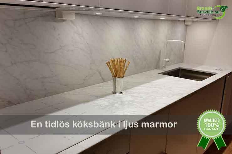 Köksbänkskiva i ljus marmor